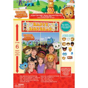 Daniel Tiger's Neighborhood Booth Kit (17 Pieces)